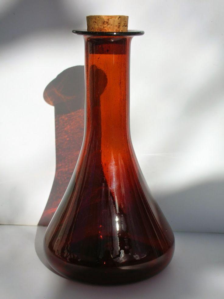 SKYSCRAPER CAPE TOWN - 20th CENTURY CLASSICS: Mid-Century Amber Bubble Glass Decanter 24 cms