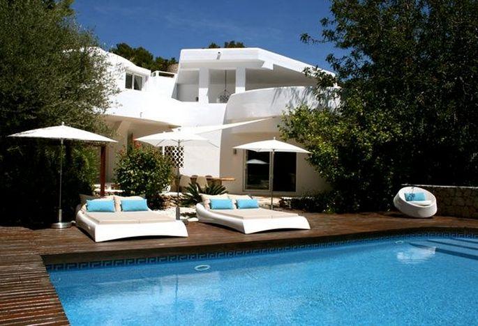 Dutchbed #eivissa #ibiza #poolside #loungebed #ligbed #sunbed #chill #summer #swimmingpool #pool #design #style