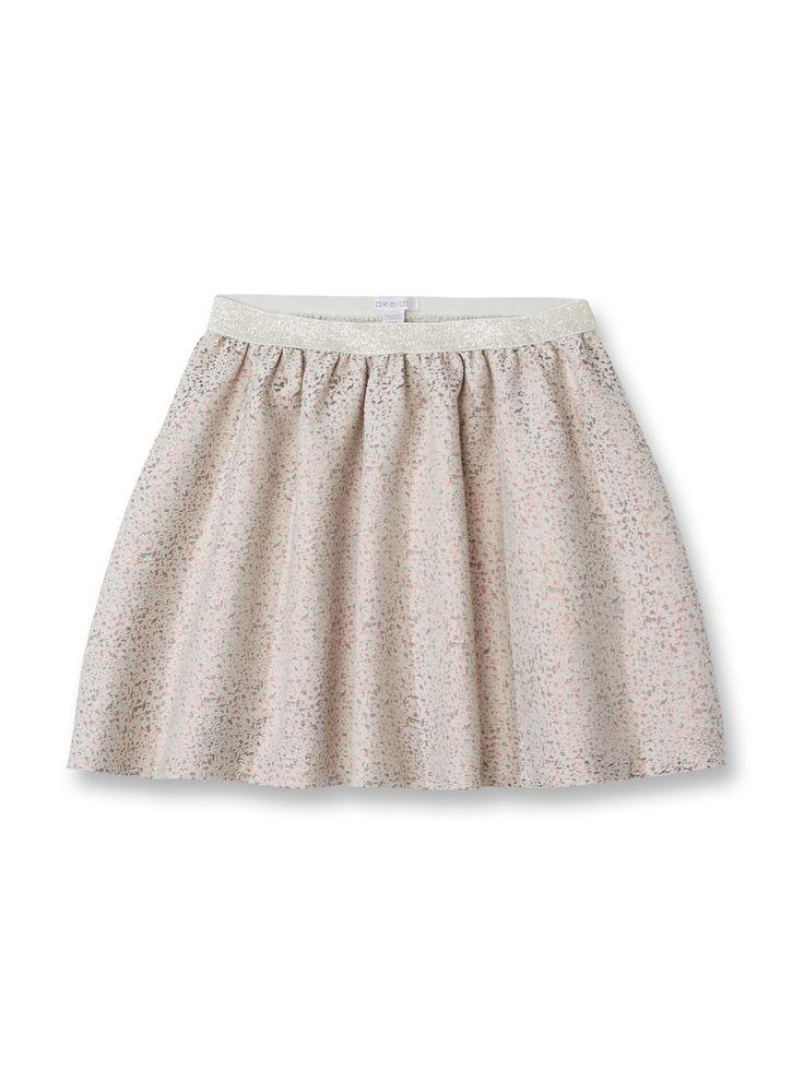 Les motifs irisés et la taille élastiquée dorée enchantent la jupe patineuse!