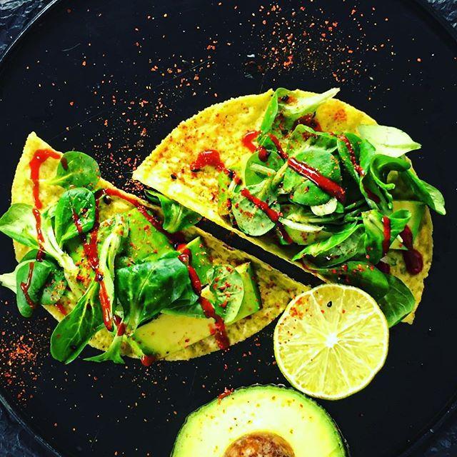 Sunday Night Treats - Vegan Taco 🌮! I literally broke my toaster with these beauties ⚡️⚡️⚡️But, they taste amazing 😉 Don't try to roast taco shells in a toaster, kids ‼️ #vegan #veganfood #vegandinner #vegansofinstagram #vegansofig #tacos #sunday #netflixandchill #chillen #dangerous #donttrythisathome #foodblogger #foodphotography #foodstagram #foodlover #foodpic #fooddiary #whatveganseat #plantbased #crueltyfree #healthyfood #healthyeating #healthy #potd #bestoftheday #gesundessen #gesund