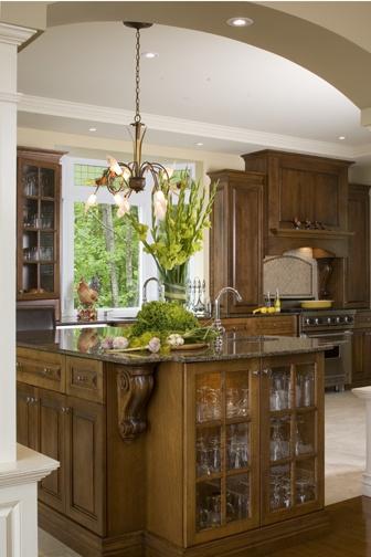 Armoires de cuisine de style classique avec une touche de riche. L'îlot et la totalité de la cuisine ont été réalisé en merisier. Le tout est harmonisé avec un comptoir de granit.