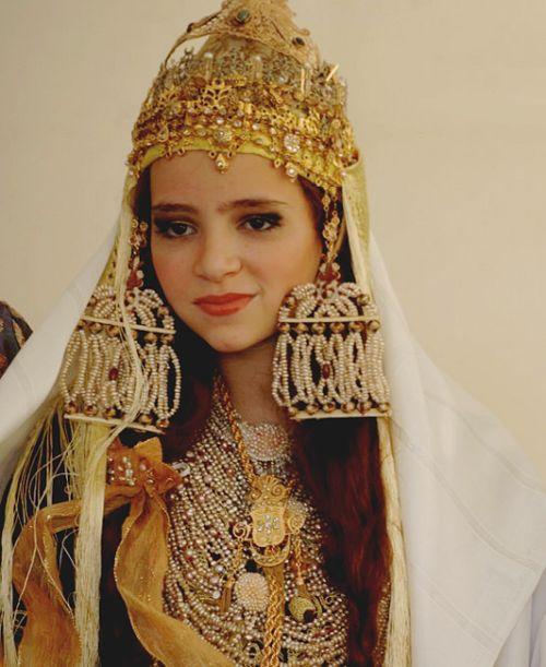 Typical Algerian wedding garments.  (luxe)