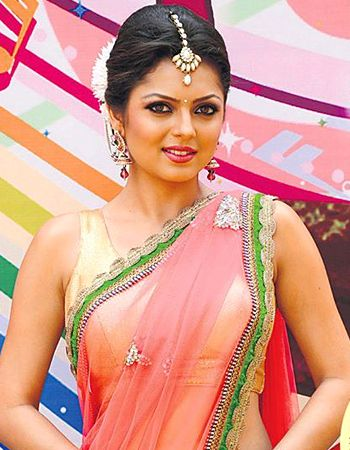 Indian TV Actress Drashti Dhami Images | Telly Stars