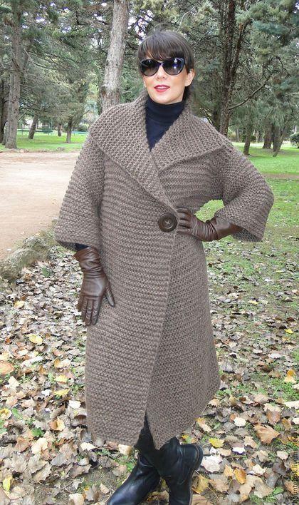 Купить или заказать Вязаный кардиган ' Первые заморозки'из коллекции 'CamelWool' в интернет-магазине на Ярмарке Мастеров. Этот кардиган представляет первую модель из серии 'Camel Wool'...связан из шерсти Монгольского верблюда с добавлением полушерстяной нити. Изделия связанные из этой пряжи имеют высокую теплоизоляцию,гигроскопичность и обладают целебными качествами,очень теплый,не колется и при этом легкий!!!!В изделии есть потайные карманы в боковых швах,изготовленные из замши,что не…