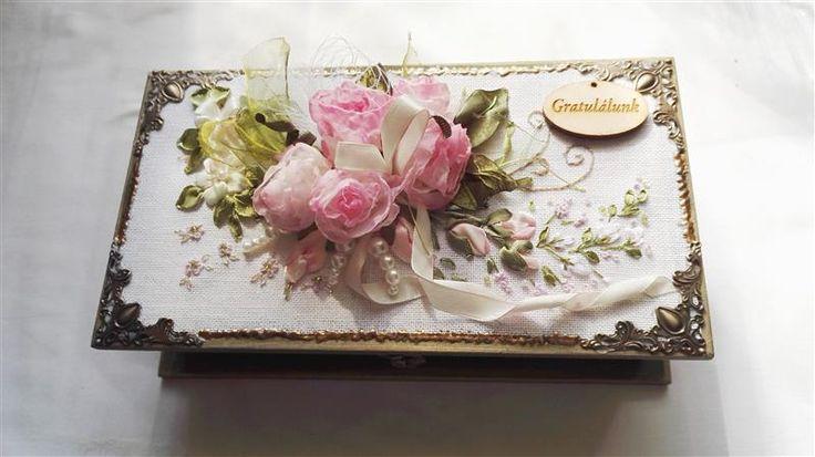 Romantikus rózsacsokor díszdobozon