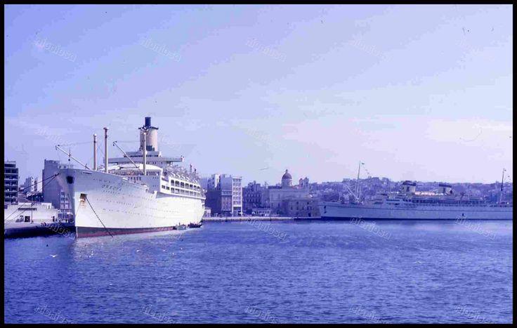 S/S Orsova και Ακρόπολις, λιμάνι Πειραιά.