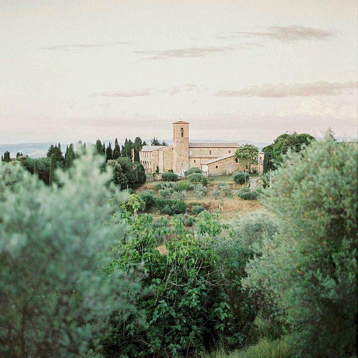 Breathtaking Montalcino views captured in a special day - Tuscany you just make our hearts beat faster! . We  Tuscany #wonderful #view #place #placetobe #art #instadaily #instacool #instalove #instamood #instatravel #igers #montalcino #volgotoscana #volgoitalia #love #tuscany #beautiful #italy #ilovetuscany Photo credit: @peachesandmint