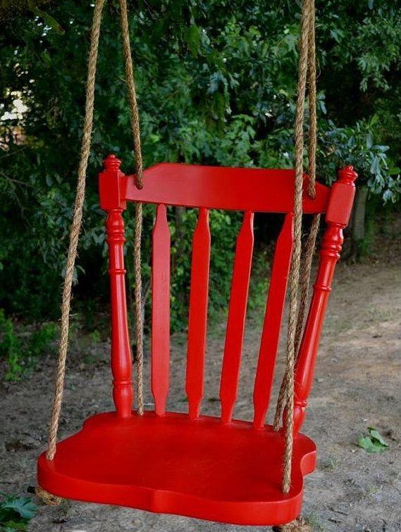 Уличные качели для дачи: как сделать своими руками и 40 наиболее вдохновляющих идей для детей и взрослых http://happymodern.ru/detskie-ulichnye-kacheli-dlya-dachi-41-foto-kak-sdelat-svoimi-rukami/ Для создания такой чудо-качели понадобится всего лишь старый стул, веревка и яркая краска