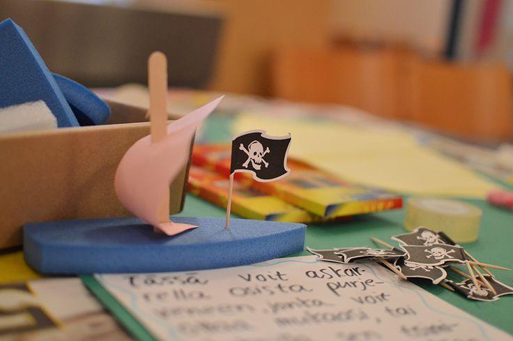 Askartelupajassa voi tehdä hurjan merirosvolaivan, jonka kannella liehuu pääkallolippu. Oulu (Finland)
