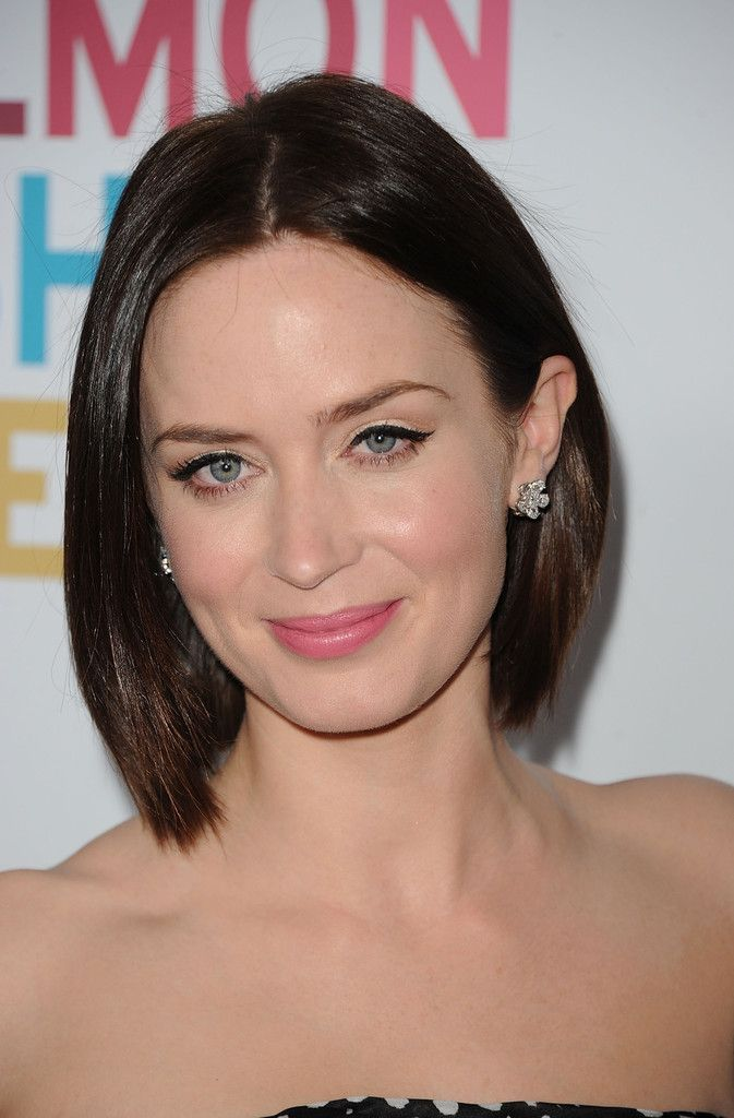 Emily Blunt looked super chic with this center-parted bob.