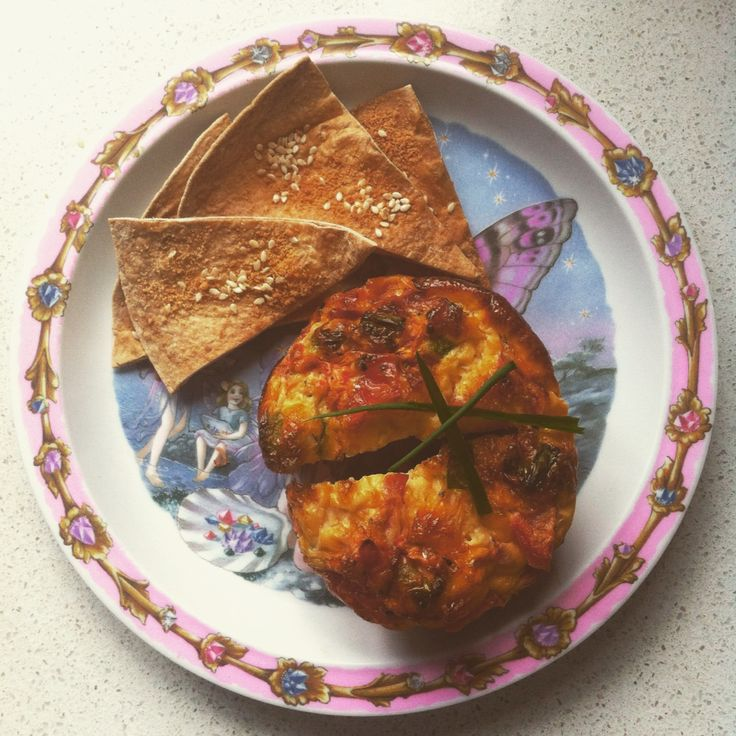 #Afterschoolsnack. Muffin frittata w baked sesame seed tortilla chips. #healthyeating