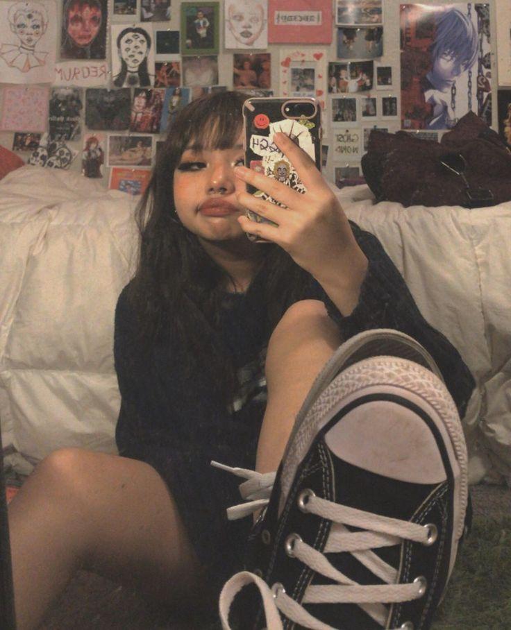 Sexy Busty Teen Girls Mirror Selfie (13 Photos)