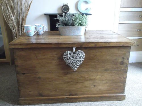 Beautifu Antique Victorian Vintage Pine blanket Box Trunk -Chest, Coffee Table