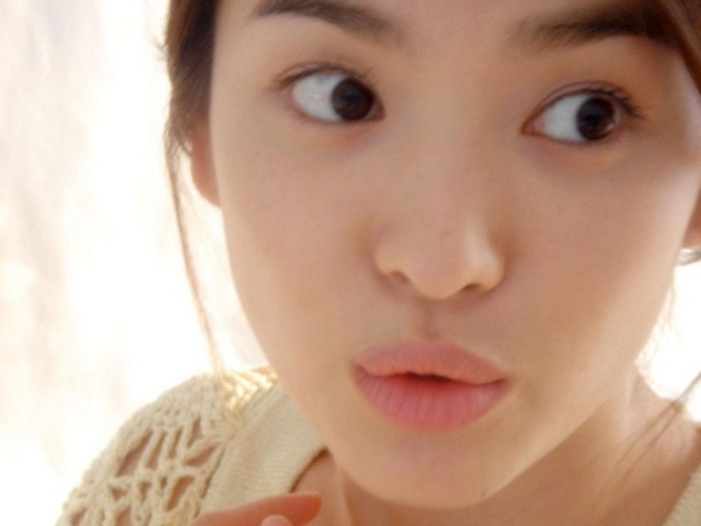 "Natural ""no make-up"" look by Song Hye Kyo"
