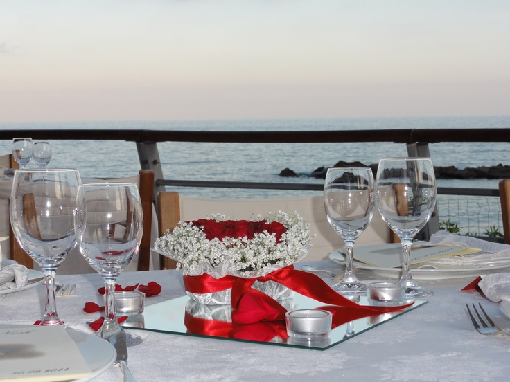 WEDDING ON THE LIGURIAN SEADoilies Crafts, Parties Plans, Tables Decor Wedding, Personalized Glassware, Dresses Ideas, Katy Roly Hochzeit, Plans Ideas, Elegant Tables, Ligurian Sea