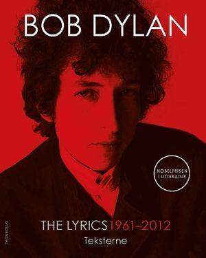 """Bob Dylan - vinder af Nobelprisen i Litteratur 2016.  THE LYRICS: 1961 - 2012  Dette smukke værk indeholder Bob Dylans sangtekster fra begyndelsen af hans karriere til i dag - illustreret med grafisk kunst fra treogtredive pladeomslag og med håndskrevne revisioner, der ikke tidligere har været offentliggjort.  Som det engang blev sagt af Al Kooper (der spillede orgel på """"Like a Rolling Stone""""), """"er Bob lige så god som William Shakespeare. Hvad Shakespeare gjorde i sin samtid, det gør Bob i…"""