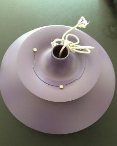 Lilla PH lampe. Har en enkelt bule men er ellers fin og fremstår med original stofledning