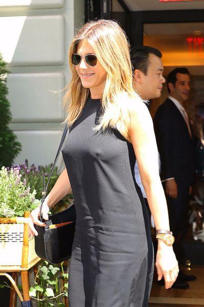 Jennifer Aniston Braless Pokies Beautiful People