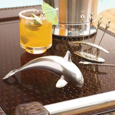 Crafted from gleaming stainless steel, this tribute to one of the ocean's most majestic creatures is actually an eye-catching bottle opener that adds a unique nautical touch to any kitchen or home bar. Stainless steel constructionDesigned for indoor and outdoor useVelvet storage pouch included