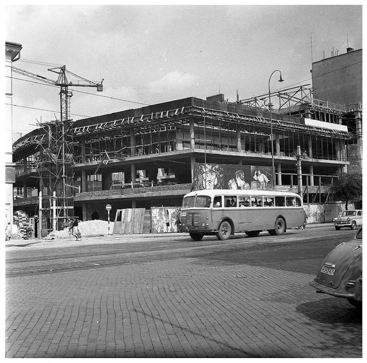 Fotka: Výstavba Domu kultúry a V-čka. 9.8.1960  #Slovakia #Bratislava #oldTimes #vecko #NamestieSNP #retro