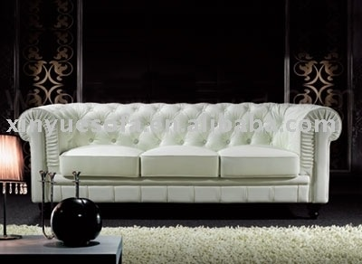 White Chesterfield sofa + Hana = muddy paw-print pattern, white Chesterfield sofa.