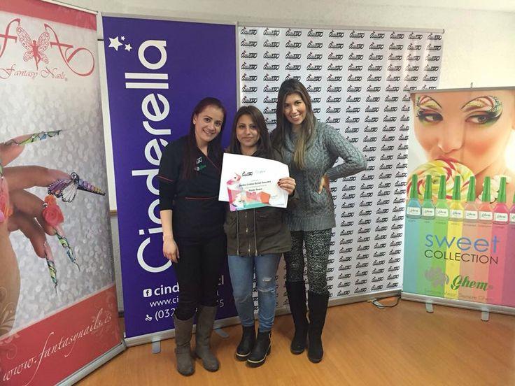 Felicidad absoluta de nuestras alumnas después de haber terminado el curso a mano alzada en #ViñadelMar.