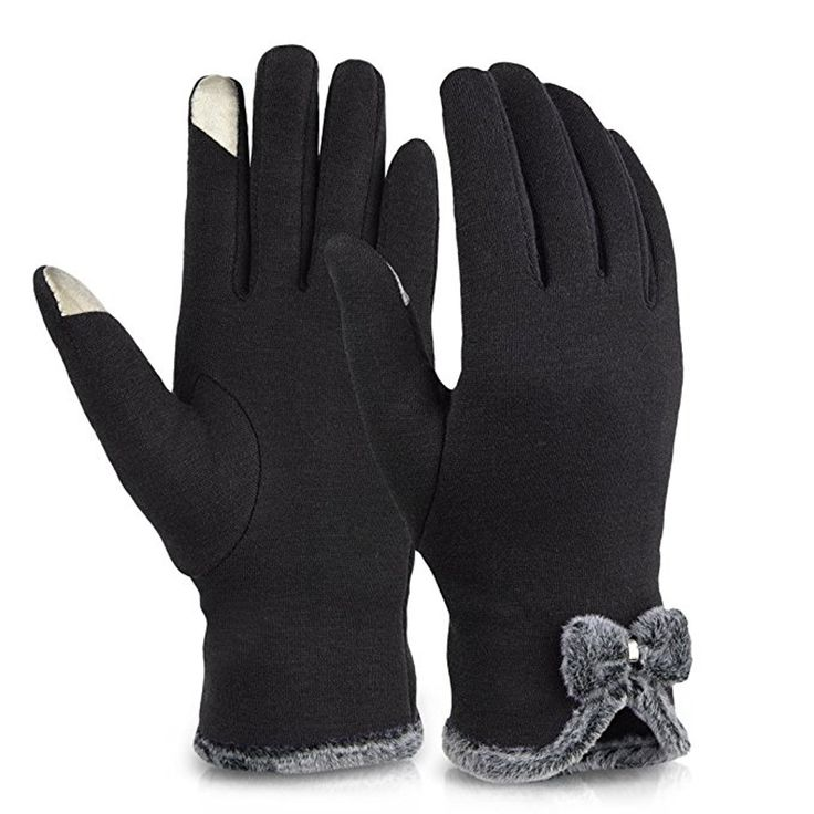 It's officially winter, a.k.a. a seriously magical time of year — but it also means it's seriously cold, meaning that it's time to find out where to buy the warmest gloves that keep your fingers nice and protected this year. I grew up in New York, bu