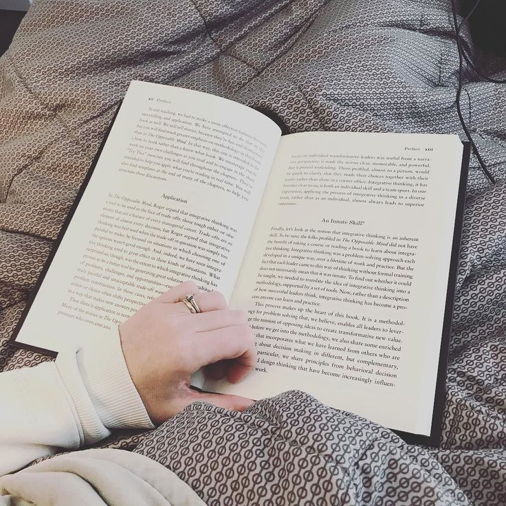 Curled up in my bed reading my newest book! Happy New Year everyone! #leaderbox #creatinggreatchoices #reading #newyearsday #comfy #newyears #2018 #reader #newbook