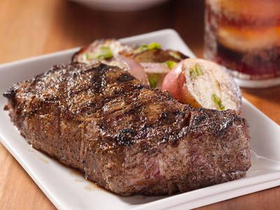 Roadhouse-style Steak Dry Rub Ingredients: 2 TbspSalt 2 TbspBrown Sugar 1 tspPepper ½ tspPaprika ½ tspChili Powder ¼ tspGarlic Powder ¼ tspOnion Powder   Read more: http://restaurant.betterrecipes.com/roadhouse-style-steak-dry-rub.html#ixzz3jCig7WB8