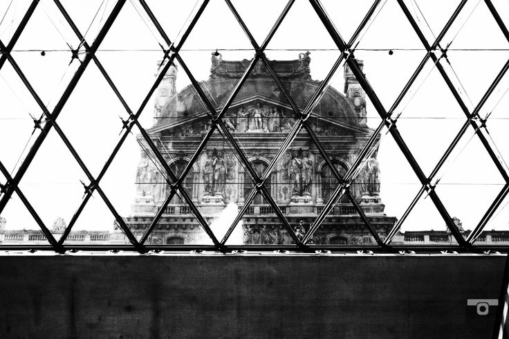 The Louvre, mémoire du paris. #Paris #France #Street Photography #Architecture #Louvre #BlackandWhite #Museum