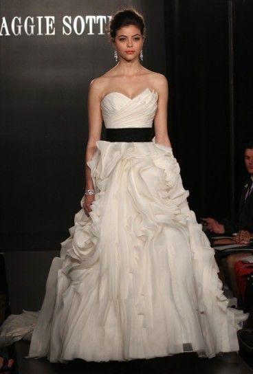Abiti da sposa con fascia colorata