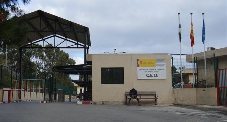 Los refugiados que solicitan asilo por persecución en sus países de origen en base a su orientación sexual o su identidad de género, siguen estando expuestos al acoso y la violencia en Ceuta y Melilla, según denuncia Human Rights Watch.