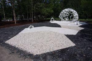 MÉRISTÈME au Festival international des jardins 2014 au Jardin de Métis, Grand Métis, Québec; par le collectif Châssi, Photo : Louise Tanguay. Source : v2com.