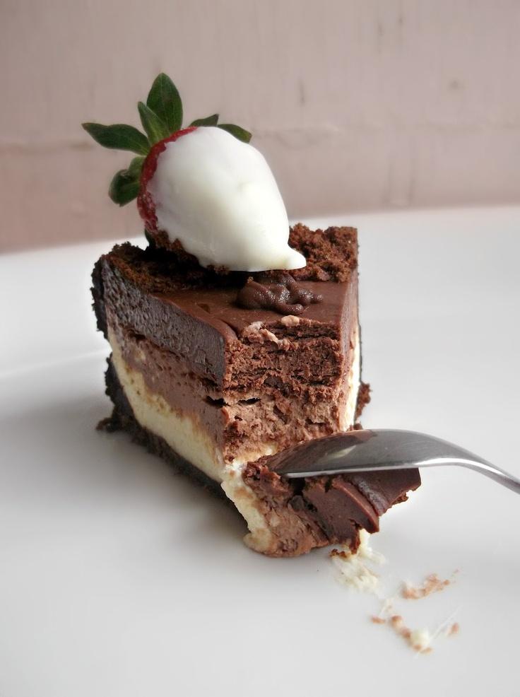 DELICIOUS No Bake Triple Chocolate Layer Cheesecake: Chocolates Layered, Spoons, Chocolates Cheesecake, Bake, Recipes, Layered Cheesecake, Triple Chocolates, Chocolate Cheesecake, Baking Triple
