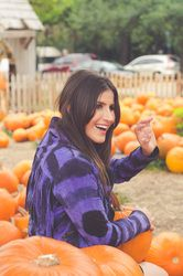 Living in Miami is great, but sometimes I miss REAL Fall weather! My friends and I made the best of our situation and headed to a pumpkin patch, tonight on #SoulinStilettos! Photos by Christine Michelle Photography and romper c/o L*Space by Monica Wise  @christieomp #LSpace #Miami #Fashion #blog #PumpkinPatch