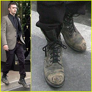 Dirty shoes, men's outfit. Learn how to make powerful first impression >>> http://justbestylish.com/how-to-make-powerful-first-impression/