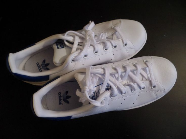 Kids Size 5 Adidas Stan Smith Tennis Shoes Blue and White Leather AWESOME!