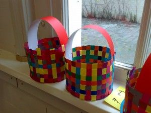 Gevlochten mandjes voor Pasen