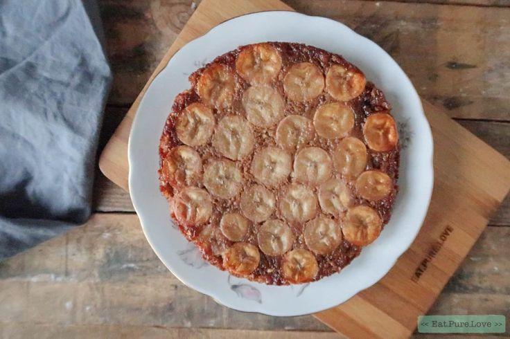 Havermout ontbijtcake met banaan! Deze ontbijtcake bak je upside down! Gekarameliseerde bananen maken deze cake heerlijk zoet. Een lekker begin van je dag!