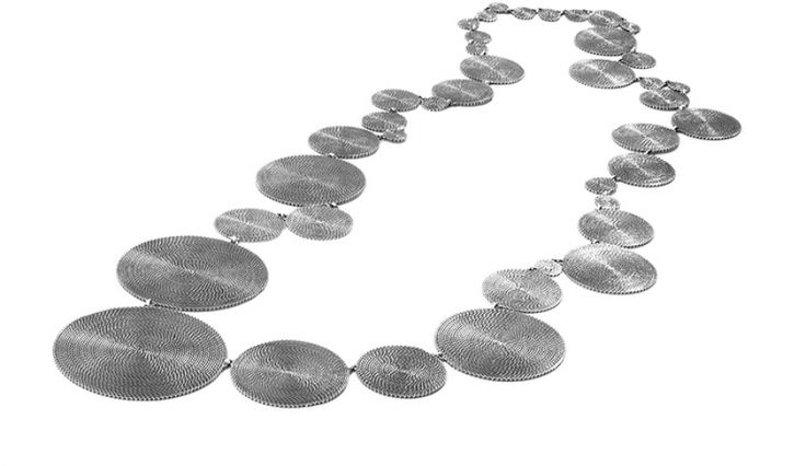 Liliana Guerreiro - Handmade silver necklace, with an ancient filigree technique, mesh