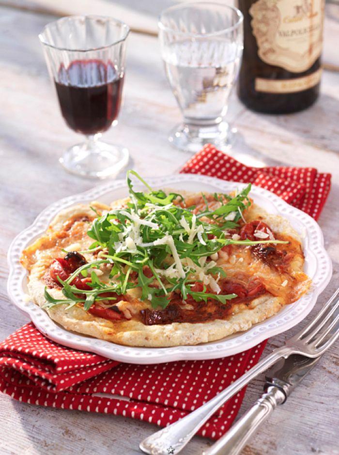 Glutenfri pizza med två ostar och skinka