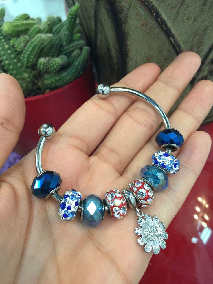 Andromeda, puedes armarla a tu gusto con propios diseños  de charms, vines y clips. Facebook DASHA accesorios.