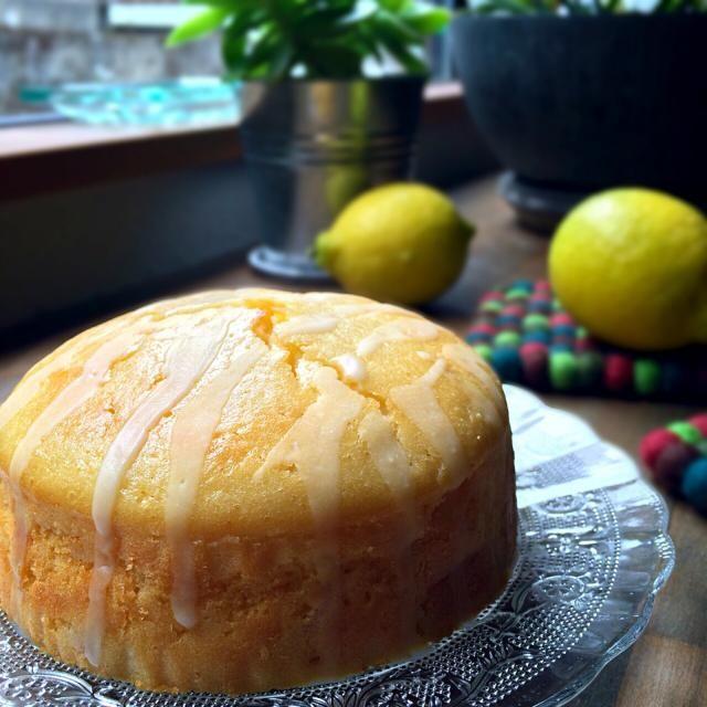 昨日焼いて一晩寝かしてシットリʕ-̼͡-ʔ 爽やかで香り高いやっつけケーキですの - 103件のもぐもぐ - ナメダ珈琲店ʕ-̼͡-ʔはちみつレモンヨーグルトのやっつけーキに金柑コンフィチュールをイン雑なレモンアイシングをオンʕ-̼͡-ʔ by sevensea73