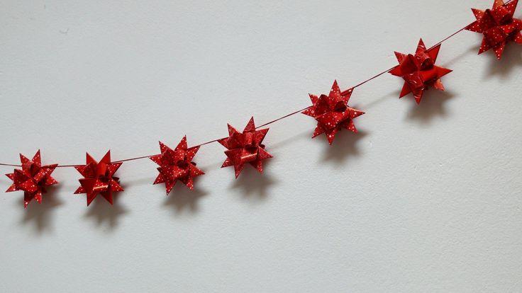 Girlanda+vánoční+červená+Velikost+hvězdičky+je+7+cm.+Na+girlandě+je+zavěšeno+7+hvězdiček,+lze+vyrobit+i+delší.