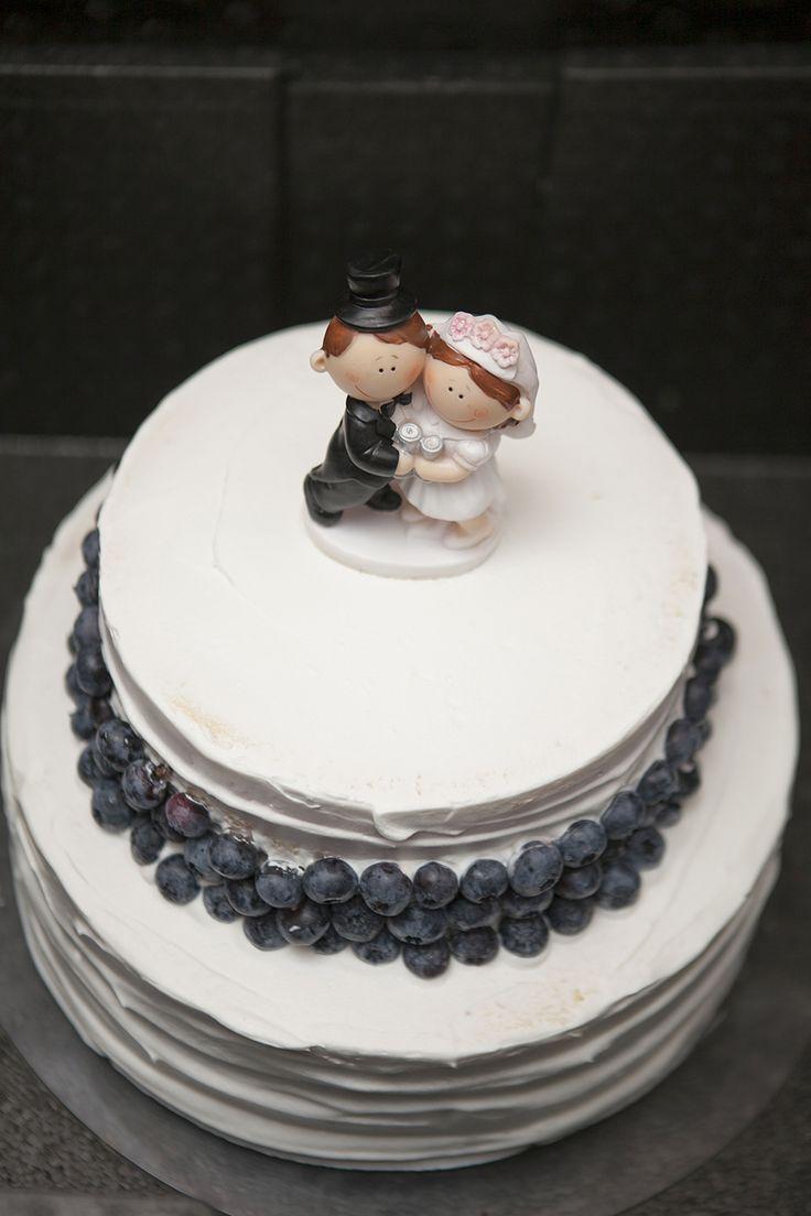 #weddingcake#whitecake#rusticcake#blueberries#navycake