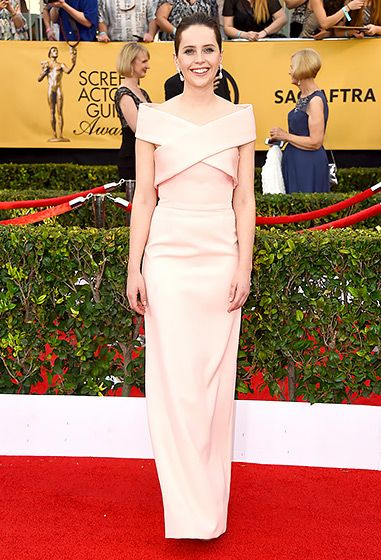 Felicity Jones SAG Awards 2015 Simple elegance! The Theory of Everything actress was a classic beauty in a peach gown and Van Cleef & Arpels jewels.
