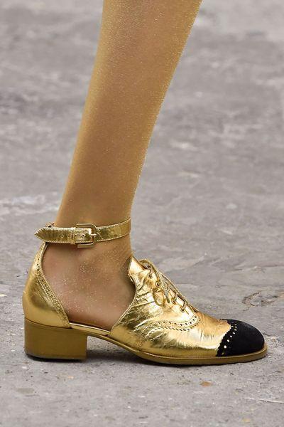 Tendances chaussures été 2015: derbies hybrides Chanel