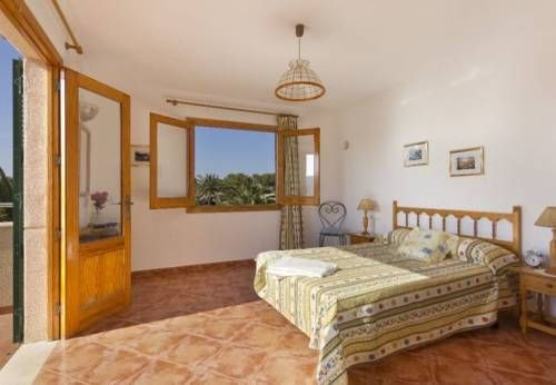 Three-Bedroom Apartment in Menorca with Pool I Menorca Set in Son Carrio, this apartment is 43 km from Cala Ratjada. The property features views of the city is 3.2 km from Ciutadella.  Other facilities at Three-Bedroom Apartment in Menorca with Pool I include a year-round outdoor pool.
