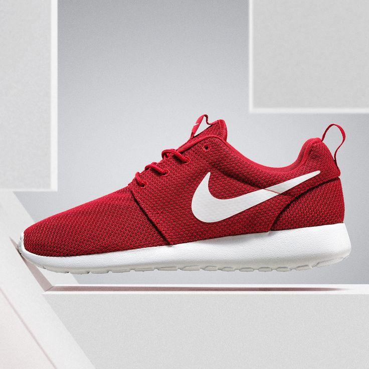 Ein beliebter Sommer-Sneaker: Nike Roshe One! Die weiche Sohle und das  dünne und leichte Obermaterial machen ihn perfekt für warme Sommertage.