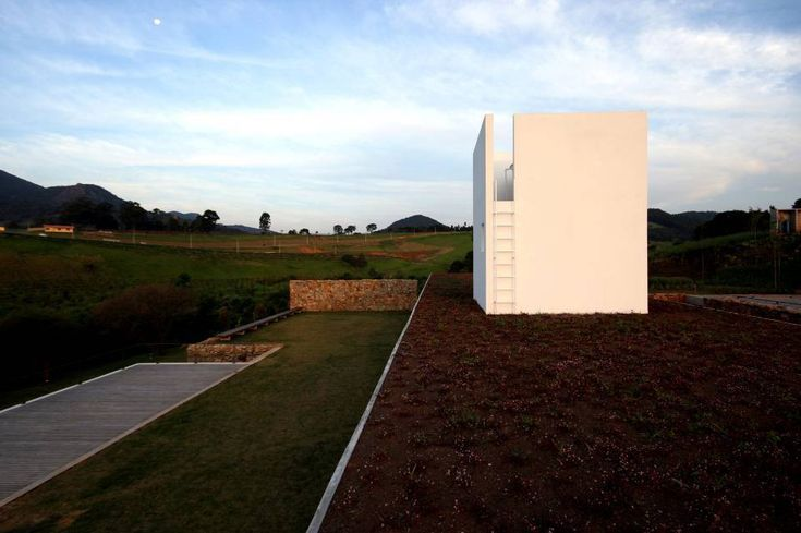 Gallery of Joanopolis House / UNA Arquitetos / water tank element house / green terrace house / green roof house /